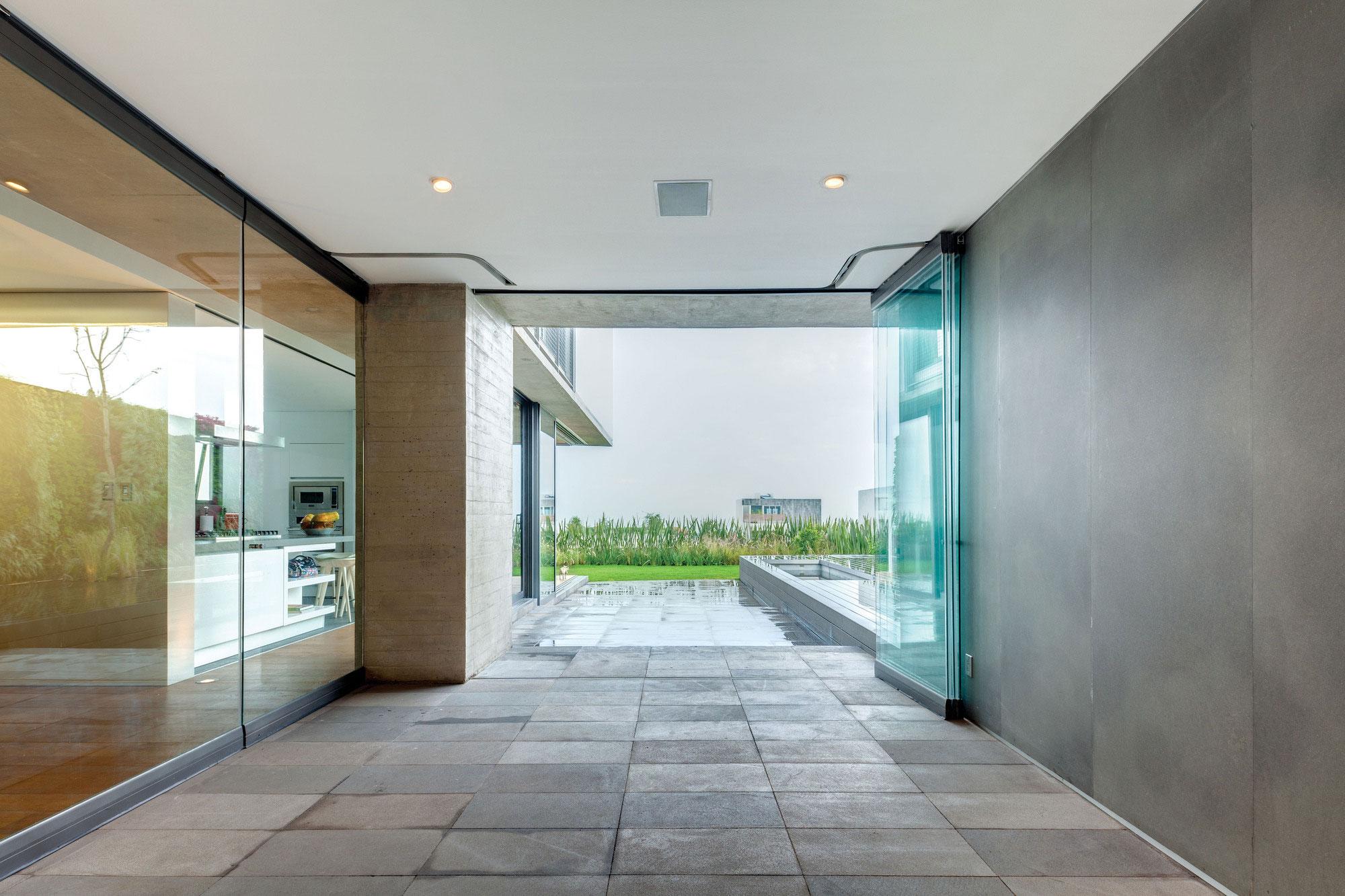Natural Stone Floor. Image credit: Home Trend Design