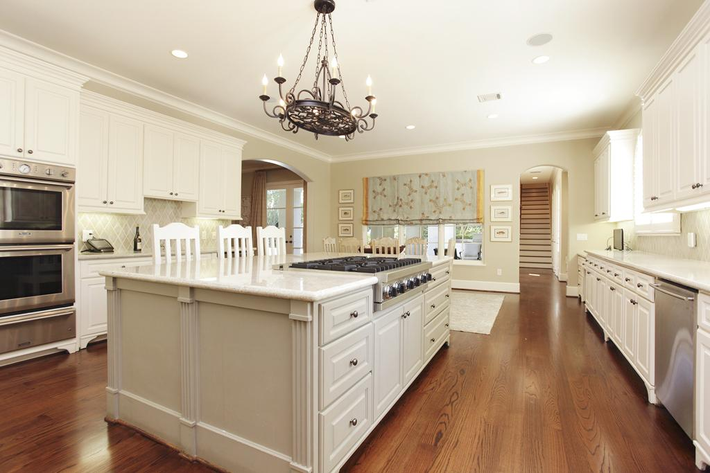 8 key considerations when designing a kitchen island for Kitchen with centre island