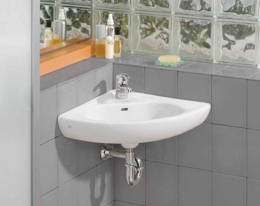 Small Bathroom Ideas With Corner Sink : Tips to making the most of a small bathroom